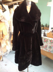 YukonFur_furs_coat_store_shop_Toronto_Canada_luxury2_dark_mink_coat